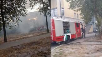 На Левом берегу Воронежа вспыхнул сарай: появилось видео
