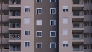 В Воронеже девушка выпала из окна многоэтажки