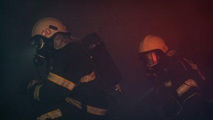 В одном из автосалонов Воронежа произошёл пожар: эвакуировали полсотни человек