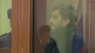 «Я тоже пострадал». Водитель Mercedes объяснил побег после наезда на курсанта в Воронеже