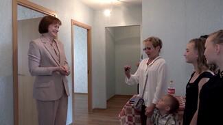 В Воронежской области 50 многодетных семей получили ключи от новых больших квартир
