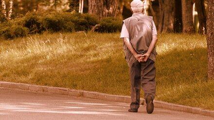 В Воронеже молодой водитель сбил пенсионера, двигаясь задним ходом