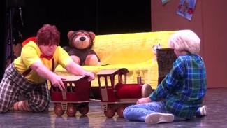В Воронежской области 30 детей сыграли в спектакле «Малыш и Карлсон»