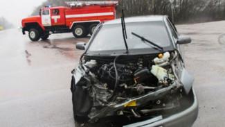 Под Воронежем при лобовом столкновении легковушек пострадали два человека
