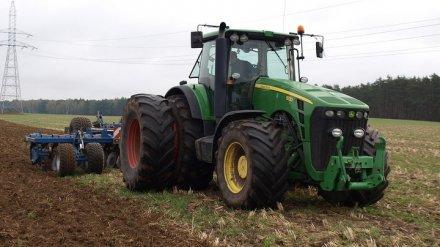 В Воронежской области в ДТП с трактором пострадали три человека