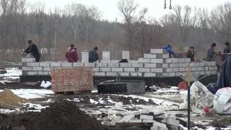 В сгоревшем в страшном пожаре воронежском селе начали строить новые дома
