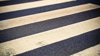 В центре Воронежа иномарка на пешеходном переходе сбила девушку