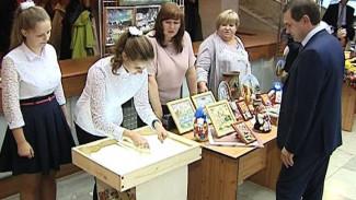 Воронежские парламентарии пообщались с педагогами и учениками
