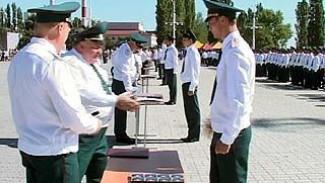Курсанты Воронежского пожарно-технического училища отмечают выпускной