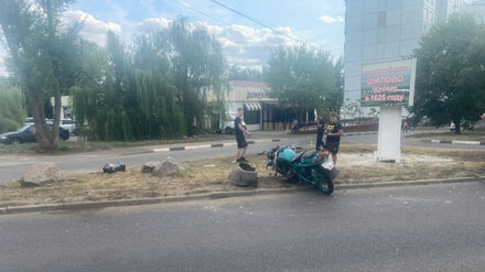 В Воронеже байкер и его пассажирка пострадали в ДТП с «Газелью»