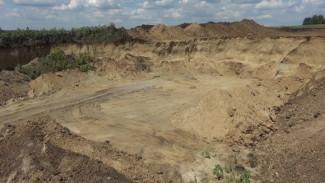 Воронежские сельчане пожаловались на незаконный карьер посреди поля