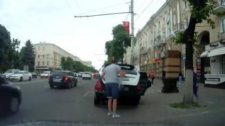 Воронежец снял на видео ловкий способ избежать штрафов за платную парковку
