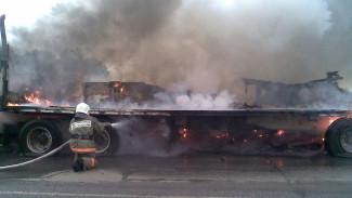 В Воронежской области отлетевшее от фуры колесо спровоцировало ДТП с пожаром