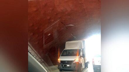 Под Каменным мостом в Воронеже застряла очередная «Газель»