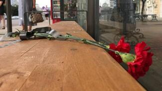 Воронежцы начали нести цветы к месту взрыва маршрутки