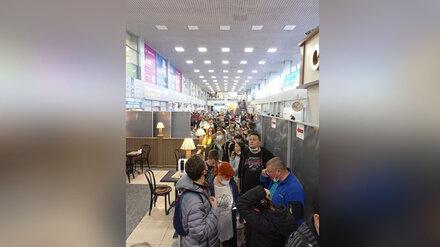 Воронежцы пожаловались на давку в аэропорту из-за задержки рейса в Турцию
