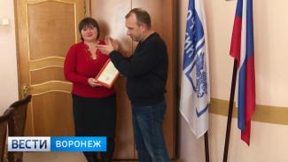 Спасшего пенсии односельчан почтальона наградили в Воронежской области
