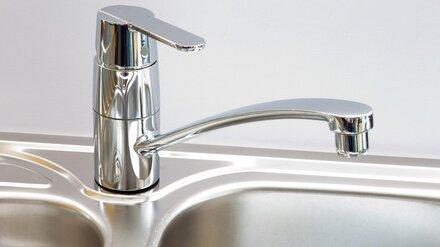 После жалоб воронежцев на слабый напор в 20 домах отключат воду