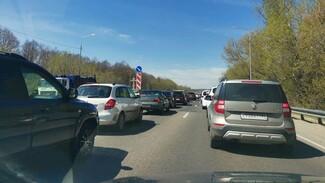 На выезде из Воронежа в курском направлении образовалась трёхкилометровая пробка