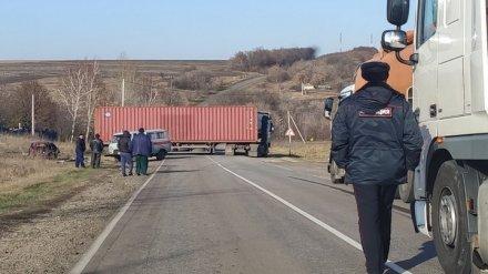 Под Воронежем фура раздавила легковушку вместе с водителем