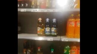 Жители оставшейся без воды Россоши показали пустые полки в магазинах