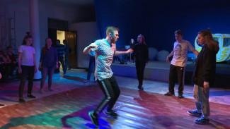 Танцевальный джем и кастинг на роль. Как Воронеж отметил Международный день театра