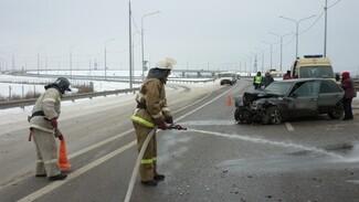 В Воронеже на трассе М-4 в столкновении двух легковушек пострадала женщина