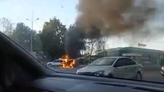 Автомобиль вспыхнул на заправке под Воронежем: появилось видео