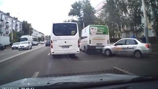 В Воронеже на Левом берегу маршрутка столкнулась с такси