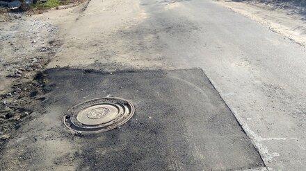 В Воронежской области засыпали яму, в которую провалились сами дорожники