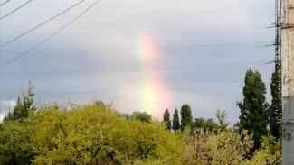 Воронежцы показали на видео необычную радугу в небе над городом