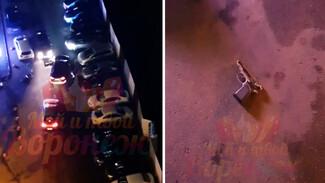 Разборки двух водителей в воронежском жилкомплексе едва не закончились стрельбой