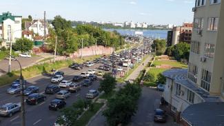 Воронеж в конце рабочего дня парализовали 9-балльные пробки