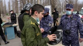 Воронежских школьников заманили кашей в призывной пункт