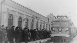 Праздник с оркестром. Как запускали новые поезда в советское время