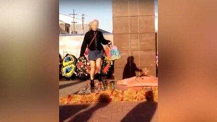Воронежский СК начал проверку видео с танцующей у Вечного огня девушкой