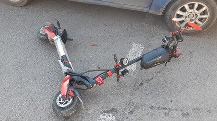 В Воронеже иномарка сбила мужчину на электросамокате