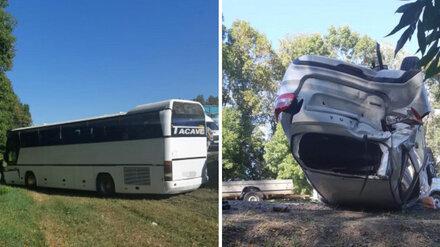 Под Воронежем столкнулись автобус и 3 машины: пострадали трое