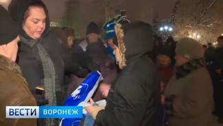Воронежцы устроили давку за бесплатные пакеты от ЛДПР