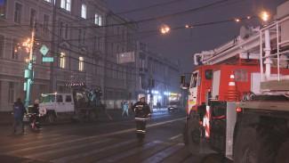 В Воронеже из-за горящих проводов у здания мэрии перекрыли улицу