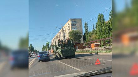 В Воронеже посреди дороги сломался бронетранспортёр