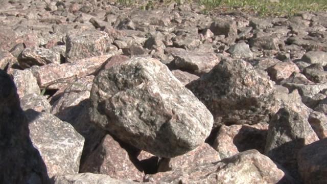 Вместо капремонта дороги воронежского райцентра завалили щебёнкой