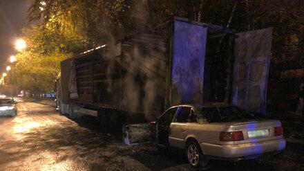 В Воронеже разыскивают водителя загоревшейся легковушки