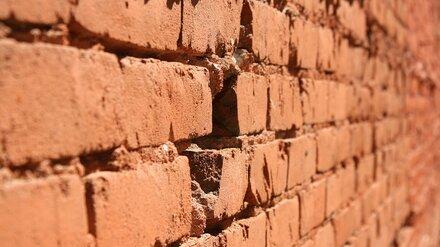 В Воронеже двое мужчин вынесли из банка 10 млн через дыру в стене