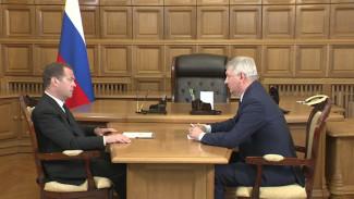 Дмитрий Медведев пообещал помочь удержать молодёжь в воронежских сёлах