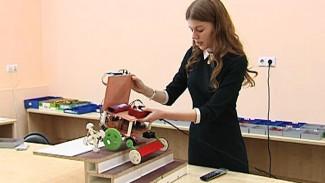 Воронежская школьница разработала модель инвалидного кресла, способного подниматься по лестнице