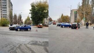 В аварии с двумя легковушками в Воронеже пострадал 20-летний пассажир