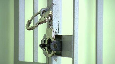 Избежавшим суда за убийство воронежским операм продлили арест до февраля
