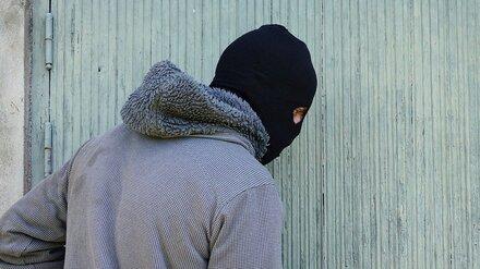 В Воронеже спустя 4 года поймали парня, обчищавшего магазины в балаклаве и с пистолетом