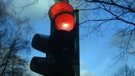 Раненная в ДТП жительница Воронежа отсудила у города 70 тыс. за сломанный светофор